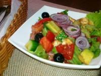 Салат с лососем — тонкий вкус с «изюминкой»!