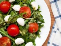 Салат с моцареллой и помидорами — для тех, кто любит рукколу!