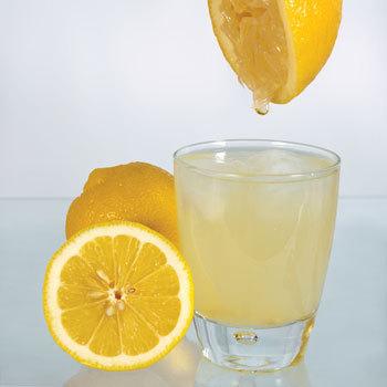вода_с_лимонным_соком_voda_s_limonnyim_sokom