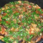 добавить к овощам зелень и чеснок