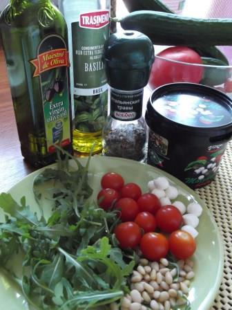 салат_с_моцареллой_и_помидорами_ингредиенты_salat_s_motsarelloy_i_pomidorami_ingredientyi